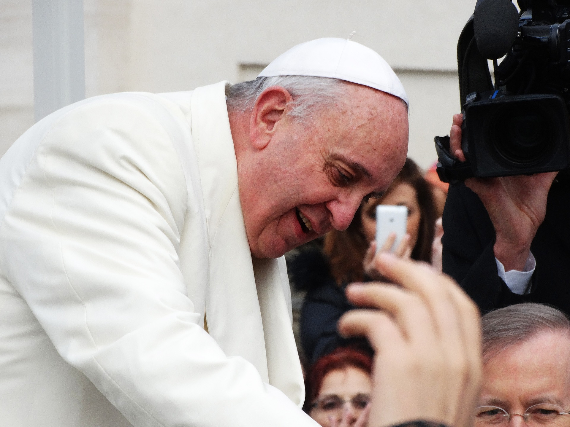 Pope Francis' uplifting messages reach more than 22 million followers in 9 different languages.